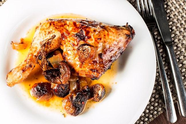Pollo al Oporto con higos en almíbar